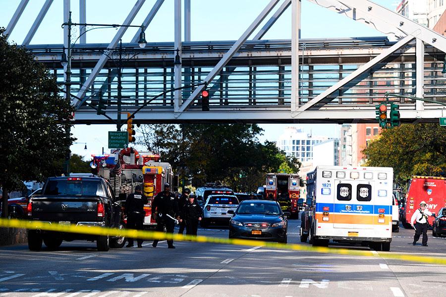 美國紐約曼哈頓西下城地區周二(10月31日)下午,發生貨車駛入自行車道撞人事件,目前已知8人死亡。(DON EMMERT/AFP/Getty Images)