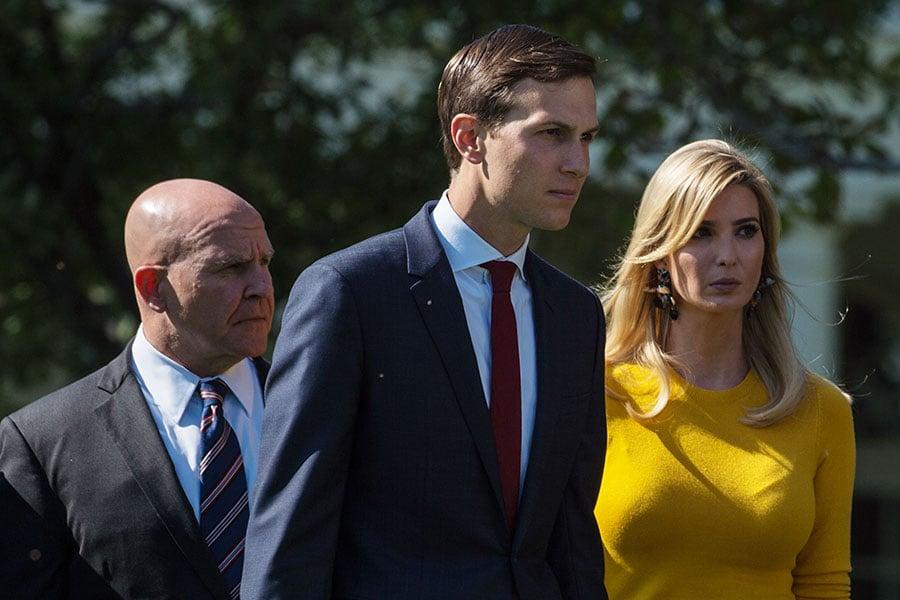 白宮表示,高級顧問伊萬卡將不會和父親一起前往中國,因為特朗普希望她留在華府專注稅收改革。(MANDEL NGAN/AFP/Getty Images)