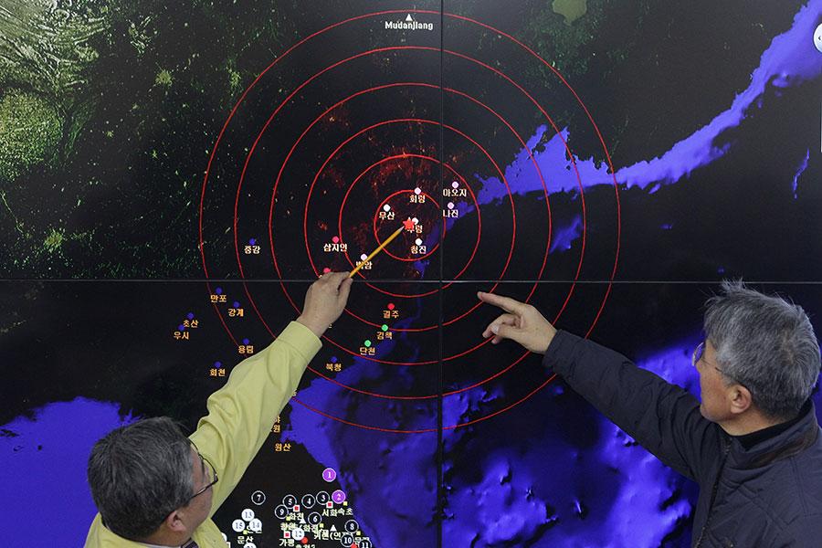 圖為南韓科學家監視北韓核試發出的地震波。(Chung Sung-Jun/Getty Images)