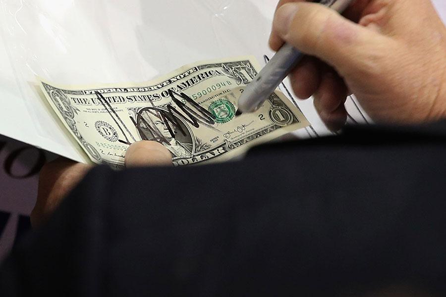 經濟學家埃辛格林(Barry Eichengreen)說,美元的漲跌將更多地受到美國總統特朗普政策(包括外交政策)的影響,而不是受到下屆美聯儲主席的影響。(Chip Somodevilla/Getty Images)