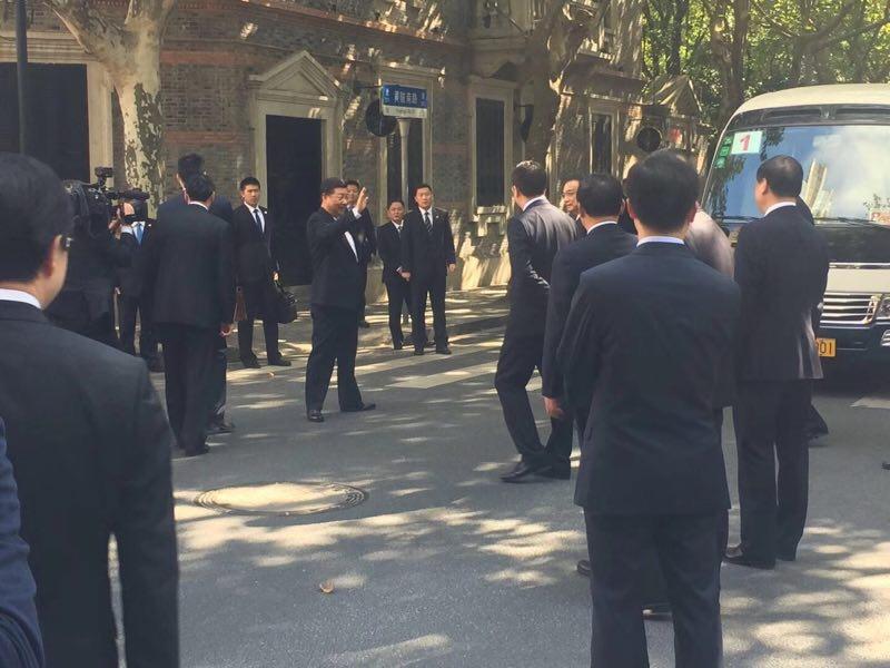 10月31日,中共中央新的領導核心、七個政治局常委在上海一大會址參觀。(微信圖片)