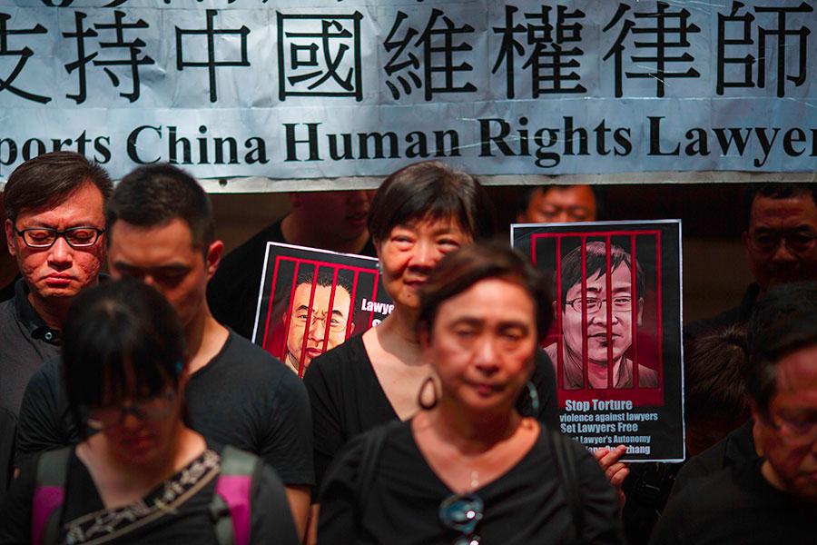 中共「709大抓捕」發生已逾兩年,但包括人權律師王全璋等多位律師及維權人士仍遭關押。(TENGKU BAHAR/AFP/Getty Images)