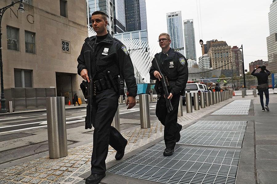 10月31日,紐約曼哈頓發生一宗恐怖襲擊,一名疑犯駕車衝撞人群,造成8人死亡、13人受傷。圖為11月1日的曼哈頓。(Spencer Platt/Getty Images)