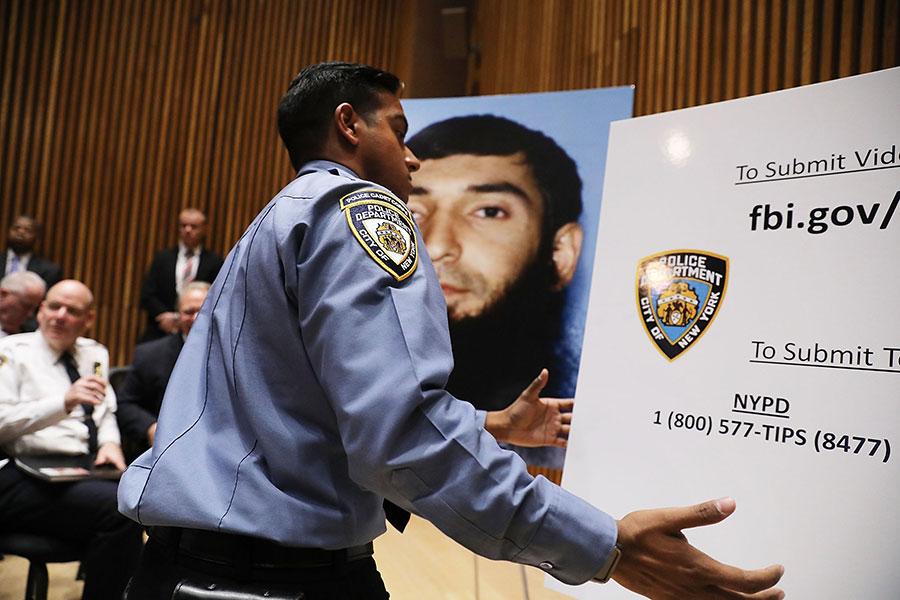 11月1日紐約警方調查人員就曼哈頓恐襲案件繼續展開調查。(Spencer Platt/Getty Images)