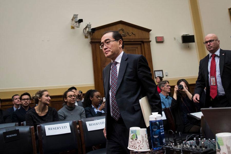 11月1日(星期三),前北韓駐英國公使太永浩(Thae Yong Ho)出席美國聯邦眾議院外交委員會聽證會。(Drew Angerer/Getty Images)