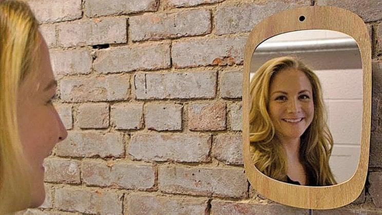 癌症病人專用「鏡子」要笑才能看見自己。 (網絡圖片)