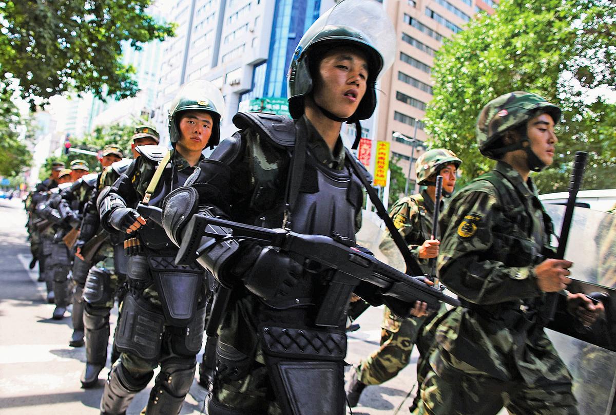 中共武警部隊過去受到中共政法委及地方省市的直接管轄,成為江派企圖「政變」的主力軍隊。(Getty Images)