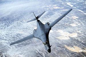 特朗普亞洲行前 美B-1B轟炸機在朝鮮半島演習