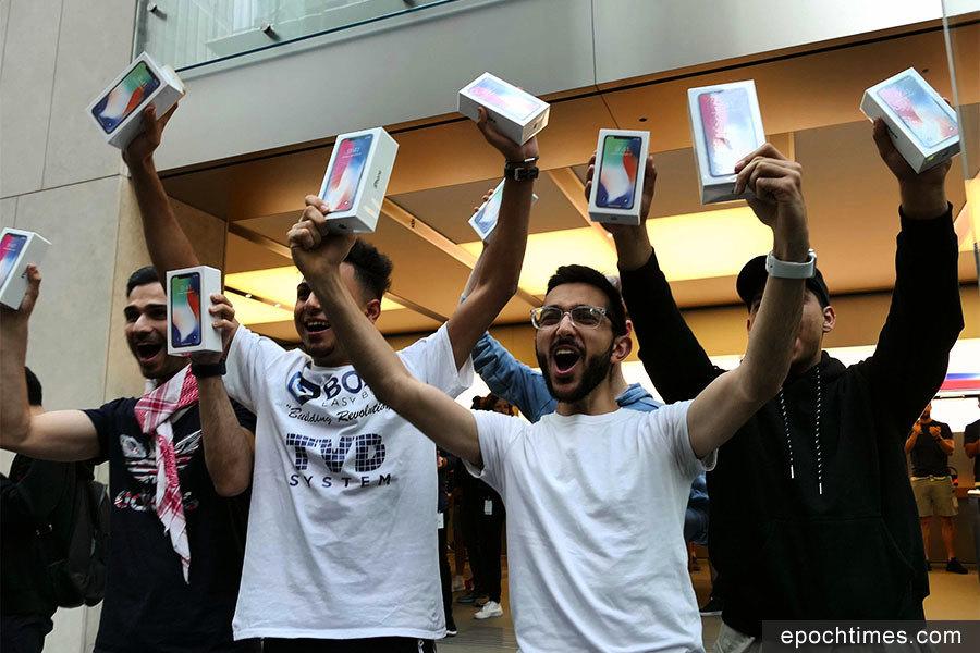 iPhone X悉尼發售 引果粉大排長龍