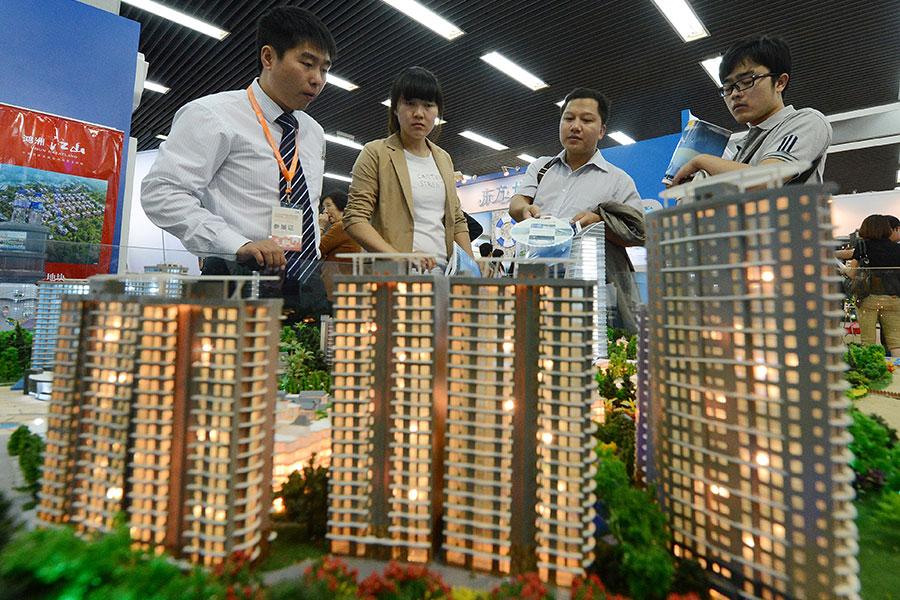 今年10月份,大陸有逾25座城市升級了對樓市的調控措施,往年「金九銀十」的樓市銷售高峰沒有再次出現。圖為資料圖片。(MARK RALSTON/AFP/Getty Images)