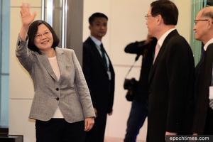 蔡英文敏感期過境關島 總督贈禮 媒體報道