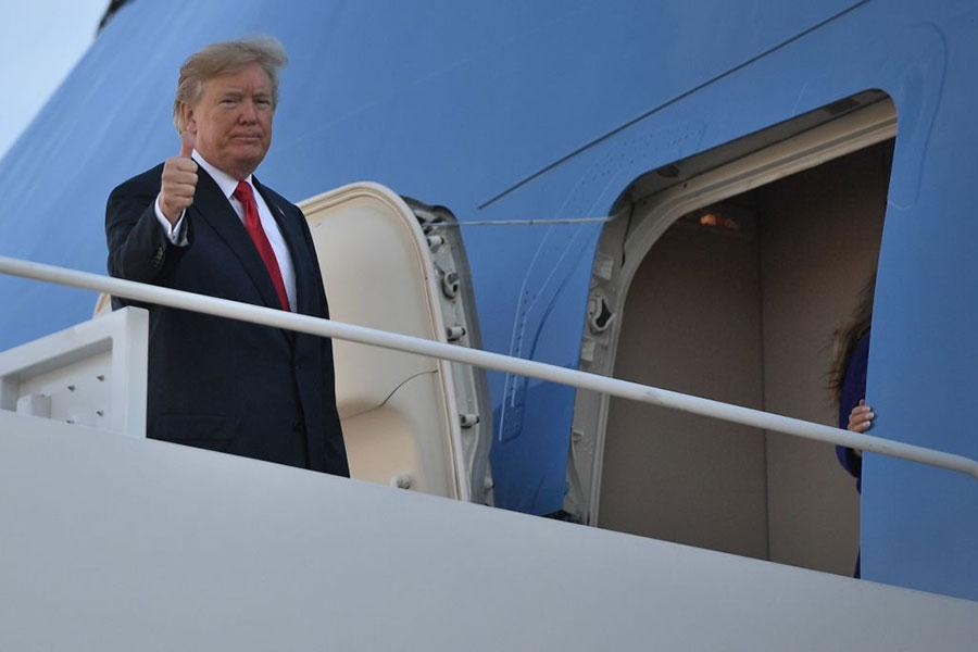 11月3日,美國總統特朗普夫婦展開對亞洲的訪問。(JIM WATSON/AFP/Getty Images)