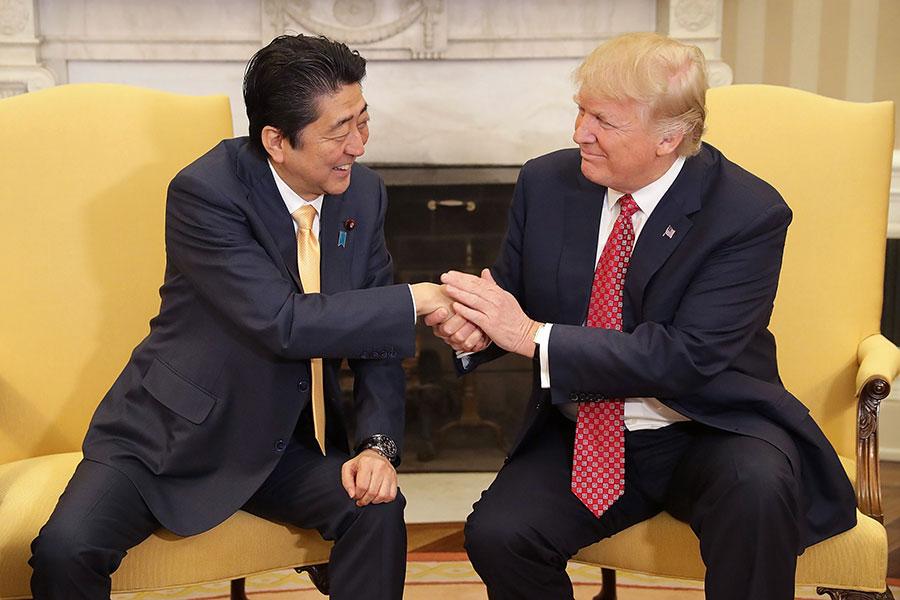 美國總統特朗普周四(11月3日)警告中共,如果他們不努力解決北韓威脅,戰鬥民族日本可能自己動手。( Chip Somodevilla/Getty Images)