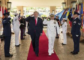 特朗普抵達夏威夷訪駐軍 聽取軍方機密報告