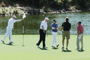 特朗普訪日 安倍為何安排一起打高爾夫球