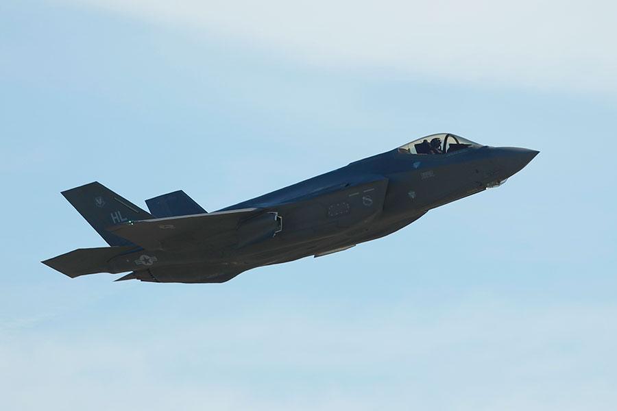 美國軍方官員們表示,第五代F-35戰機具有非凡戰鬥力,其作戰性能遠遠超越現有任何戰機。(George Frey/Getty Images)