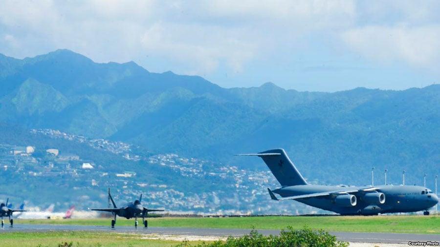 目前,12架F35A戰機和300名飛行員和地勤人員已經陸續抵達日本沖繩美軍基地。這也是美國首次在亞太地區部署空軍F35A戰機。(美軍太平洋司令部)