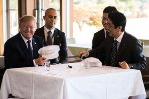特朗普訪日 安倍展開高爾夫和鐵板燒外交