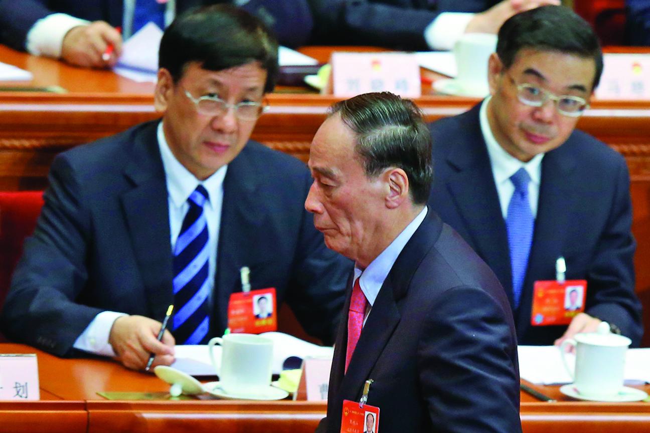 原中共中紀委書記王岐山(中)在其文章中,對當前的反腐形勢發出警告。(Getty Images)