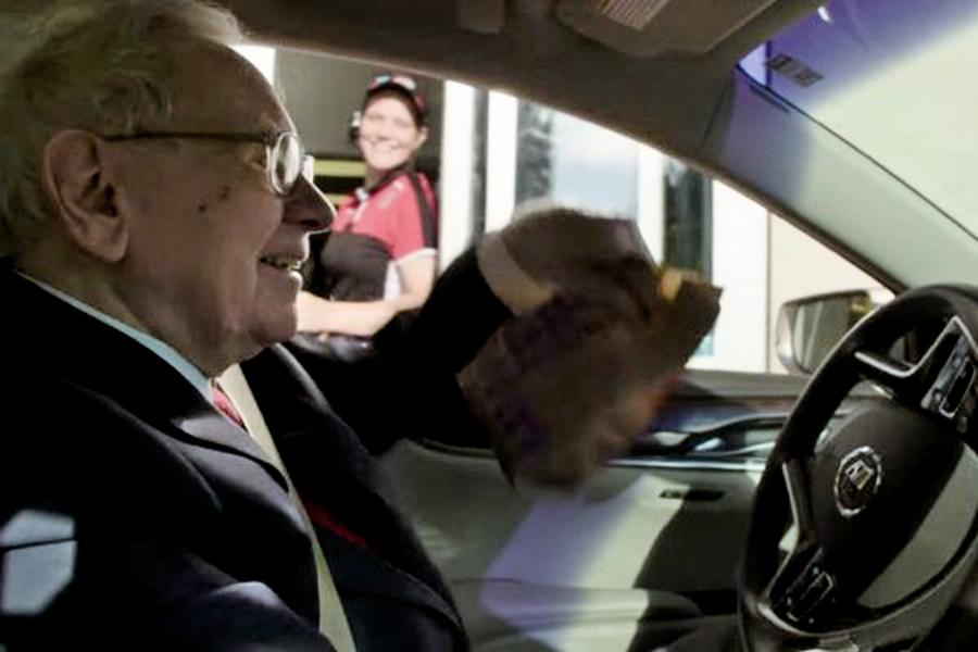 巴菲特吃外賣 超級富豪省錢法