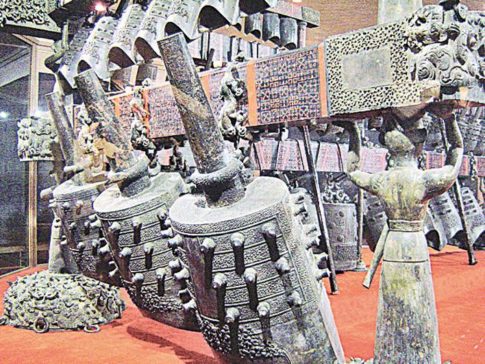 出土於隨州市曾都區的曾侯乙墓編鐘,現收藏於湖北省博物館。 (Wikimedia Commons)