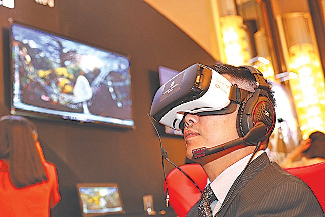 虛擬現實(VR)頭戴設備越來越受歡迎,但其對人類健康的影響一直爭議不斷。(大紀元資料圖片)