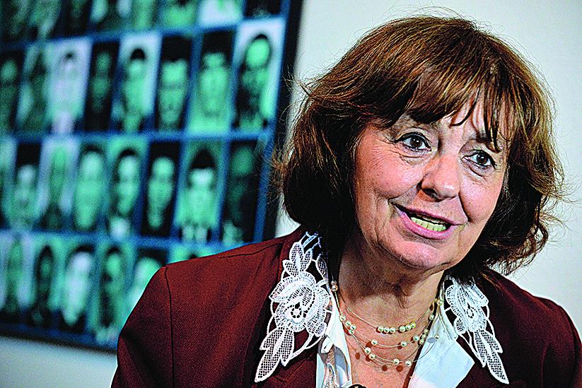 羅馬尼亞女詩人安娜布蘭迪亞娜發起成立了「共產主義和抵抗運動受難者紀念館」。圖為2013年7月14日,布蘭迪亞娜在錫蓋特博物館內接受採訪。(DANIEL MIHAILESCU/AFP/Getty Images)