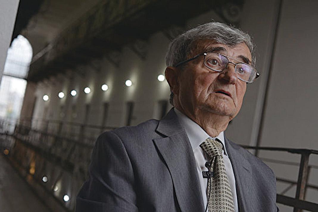 退休工程師西奧多斯坦卡(Teodor Stanca)曾被關押在錫蓋特監獄。圖為2013年7月14日,斯坦卡在錫蓋特博物館內接受採訪。(DANIEL MIHAILESCU/AFP/Getty Images)