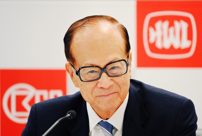 李嘉誠六年來已經賣出了大陸和香港約2500億港幣的資產,將資金投到英國及歐洲其它國家和澳洲。(Ed Jones/AFP)