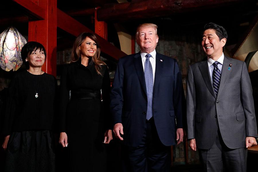 5日晚上,安倍伉儷在銀座Ukai亭鐵板燒餐廳,為特朗普和梅拉尼婭洗塵。(KIM KYUNG-HOON/AFP/Getty Images)