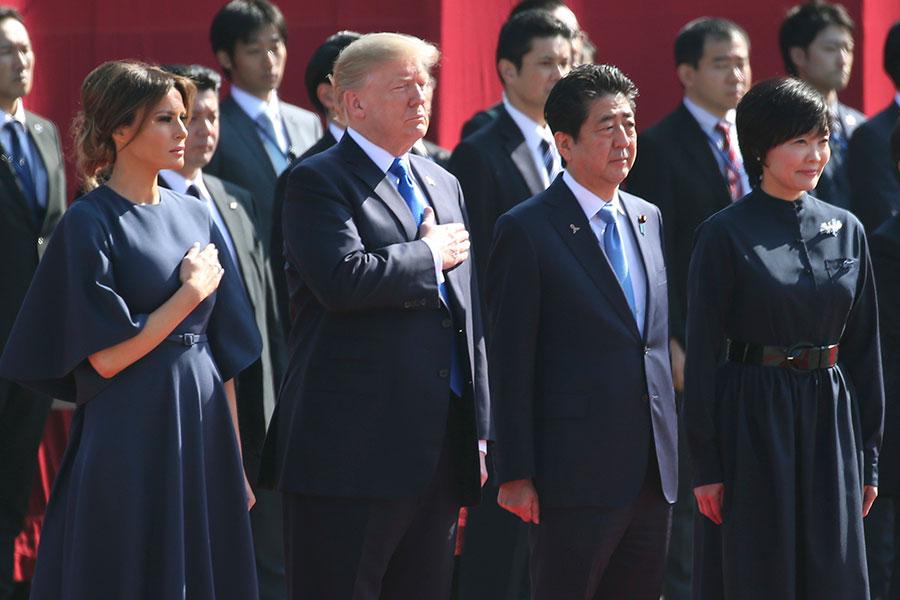 11月6日,美國總統特朗普夫婦在東京,參加由日本首相安倍夫婦為他們舉行的歡迎儀式。(KOJI SASAHARA/AFP/Getty Images)