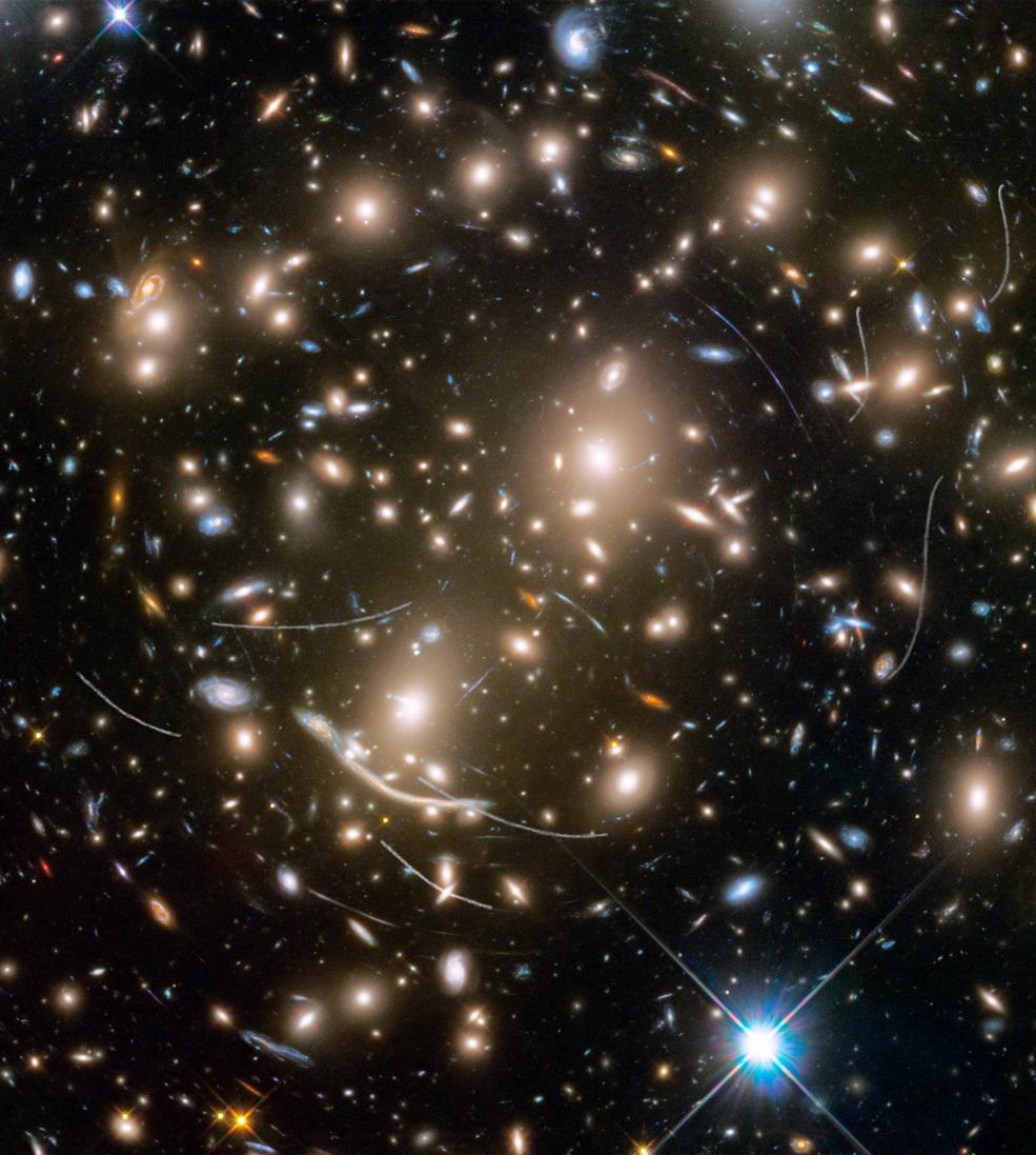 小行星闖入哈勃拍攝視野。(來源:NASA, ESA, and B. Sunnquist and J. Mack (STScI))