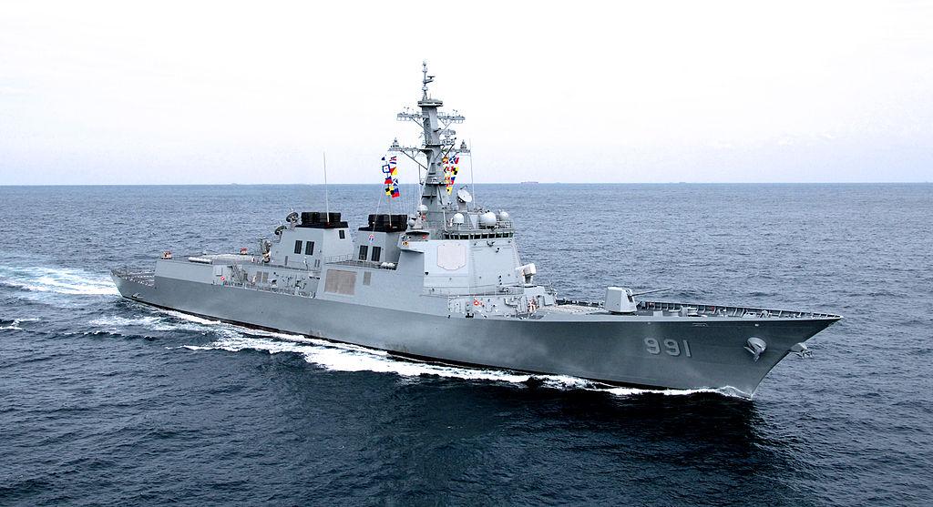 在美國總統特朗普訪問日本和南韓期間,美國、澳洲和南韓海軍正在南韓附近海域進行聯合演習。圖為南韓世宗神盾艦驅逐艦。(Wiki commons)