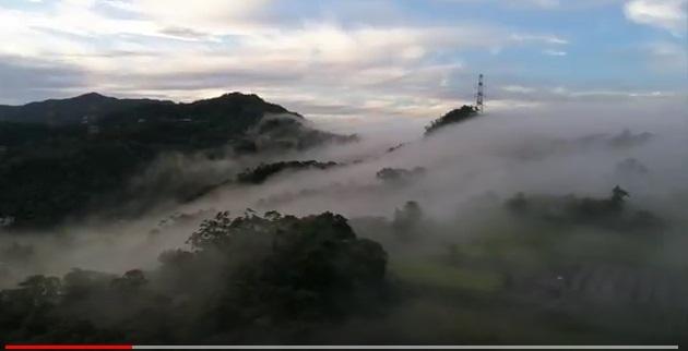 圖為台灣新北市石碇二格雲瀑。(Eric Lin YouTube視像擷圖)