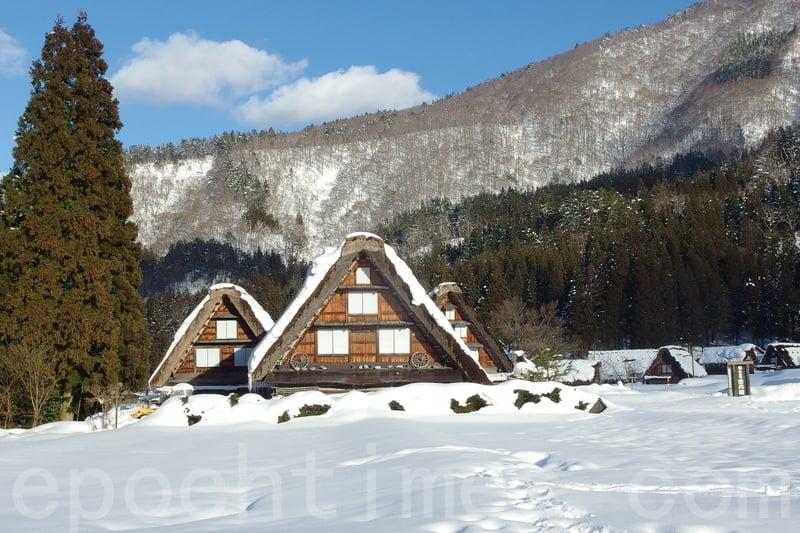 世界文化遺產日本白川鄉合掌村冬季雪景,宛如夢幻世界。(盧勇/大紀元)