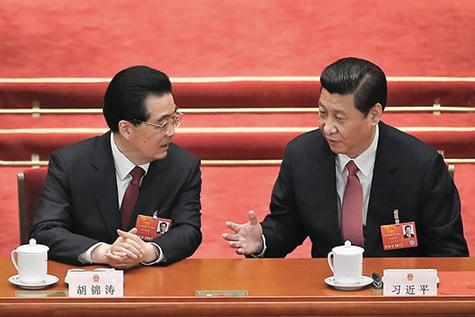 胡錦濤(右)2002年上任後,江澤民利用其心腹架空了胡的權力。習近平(右)2012年上任後,胡、習聯手打擊江派。(Getty Images)