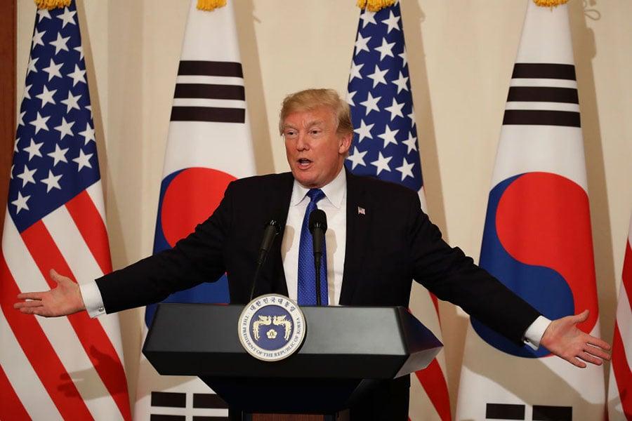 11月7日,美國總統特朗普在與南韓總統文在寅的聯合新聞發佈會上表示,嚴格管制槍枝不能制止大規模槍擊案。(Chung Sung-Jun/Getty Images)
