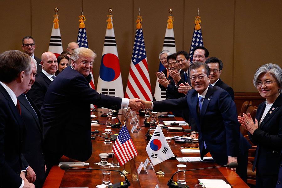 文在寅表示,已與特朗普就完全解除對韓軍導彈彈頭重量的限制達成一致意見。(Jeon Heon-Kyun-Pool /Getty Images)
