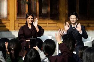 梅拉尼婭和韓明星一起現身 微笑征服眾人