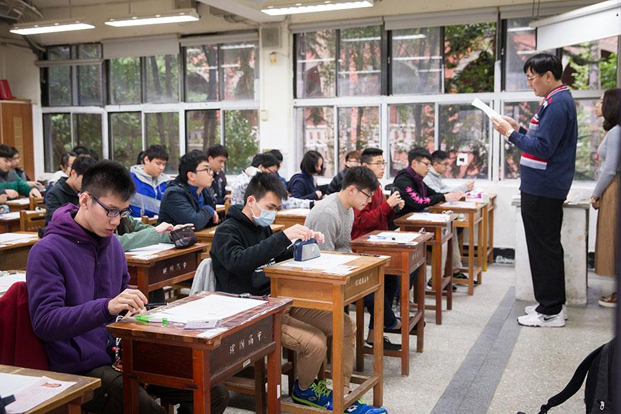 對於福建將招聘千名台灣教師到當地大學任教一事,原北京首都師範大學副教授李元華表示,那絕對是一種統戰的手段,而且它是一種所謂軟實力的一種展示。圖為台大一間課室。(大紀元資料室)