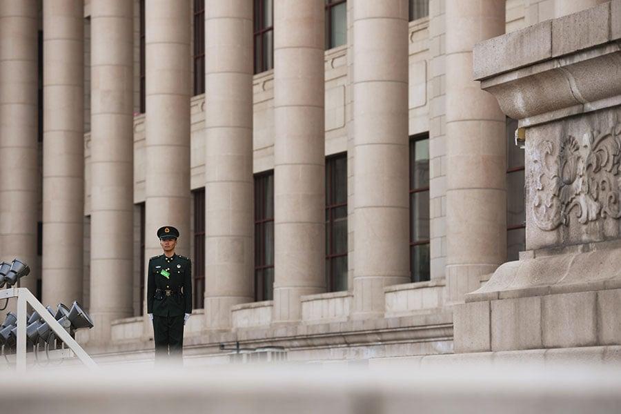 「十九大」後,中共政法高層現大變動。隨著新一屆政法委高層調整,政法委高層中的江派勢力必將遭到深度清洗。(GREG BAKER/AFP/Getty Images)