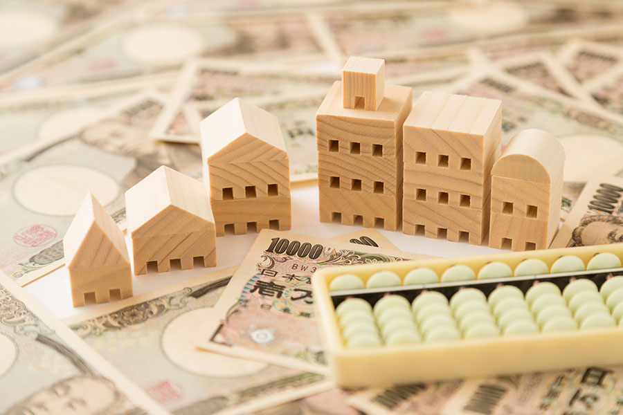 日本不動產流通經營協會的調查顯示,低金利高房價下,還房貸方式中,「固定利息」超過「變動利息」出現9年以來的逆轉。(PIXTA)