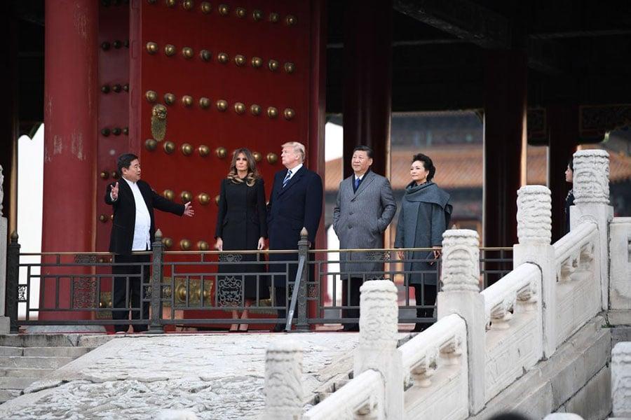 當日下午,習近平和夫人彭麗媛在故宮(紫禁城)迎接特朗普和夫人梅拉尼婭。(JIM WATSON/AFP/Getty Images)