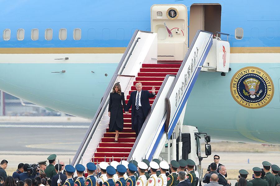 美國總統特朗普的專機8日下午抵達北京國際機場,展開國事訪問。官媒披露將有一部份尚未公開的特別行程。(LINTAO ZHANG/AFP/Getty Images)
