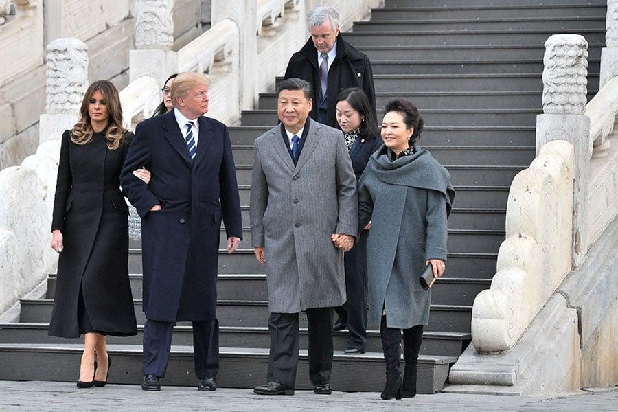 11月8日下午,美國總統特朗普抵京,展開三天國事訪問。部份北京民眾期望特朗普關注中國人權,幫助中國老百姓贏得應有的基本人權。圖為特朗普夫婦及習近平夫婦在故宮。(JIM WATSON/AFP/Getty Images)