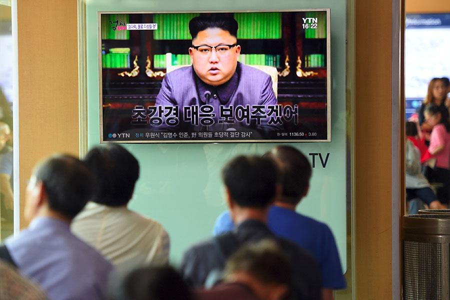 北韓問題為美國國會對特朗普訪問亞洲最關切的主題。圖中電視畫面為北韓領導人金正恩。(JUNG YEON-JE/AFP/Getty Images)