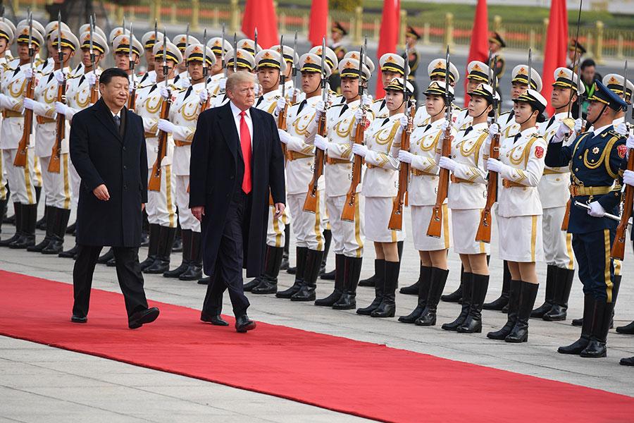 特朗普與習近平檢閱儀仗隊。(JIM WATSON/AFP/Getty Images)