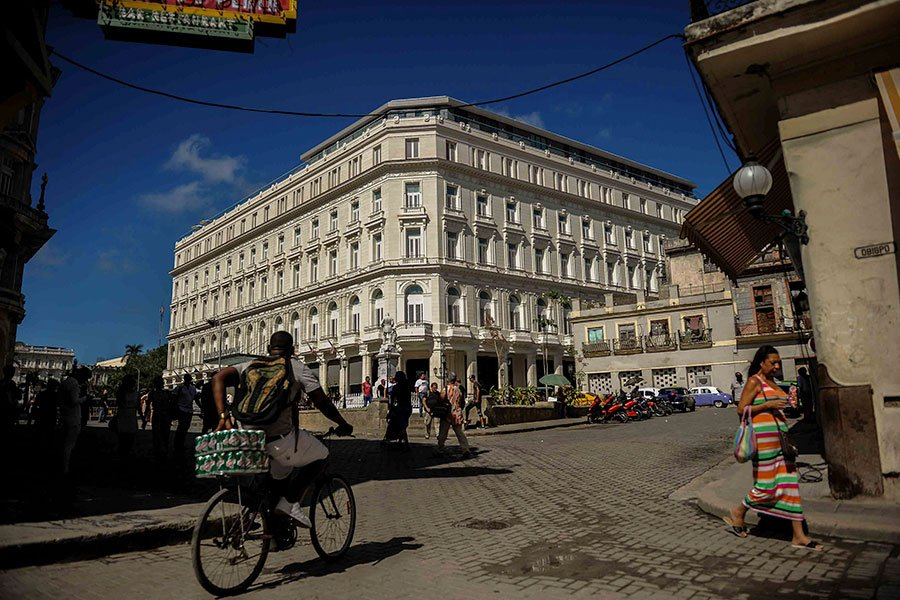 美國財政部的聲明表示,新的制裁限制目的是避免古巴軍事、情報和安全單位利用美國貿易和旅遊生意受惠。圖為制裁名單上的哈瓦那Kempinski酒店。(YAMIL LAGE/AFP/Getty Images)