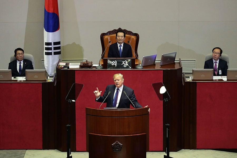 美國總統特朗普昨日(8日)批評金正恩是「殘暴的獨裁者」、北韓是一個「被邪教統治的國家」。同時警告北韓「別來測試我們」。(Chung Sung-Jun/Getty Images)