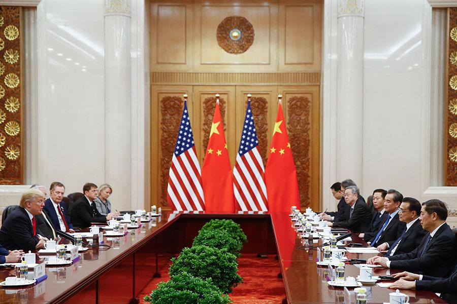 特朗普與國務院總理李克強在人民大會堂會面。(Thomas Peter-Pool/Getty Images)